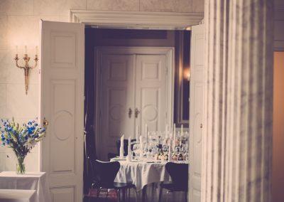 chairs-columns-decor-1327389